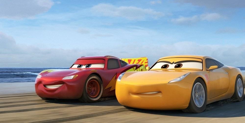Тачки 4, жёлтая машина