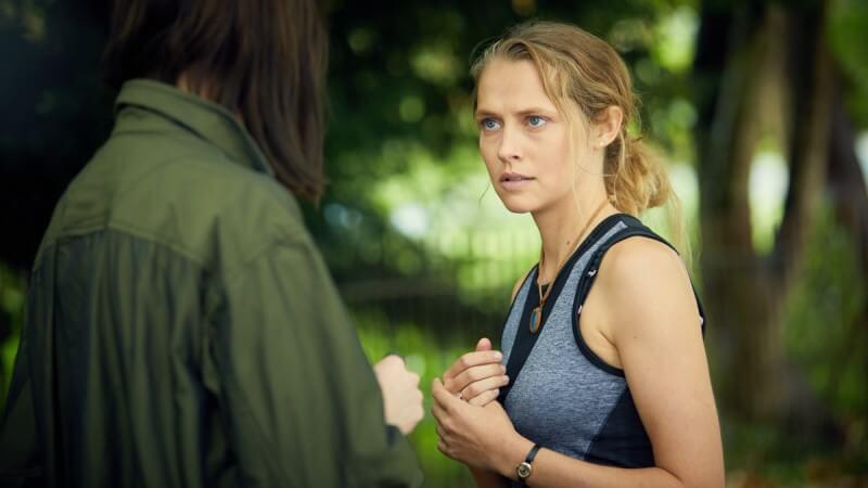Открытие ведьм 2 сезон кадр из сериала