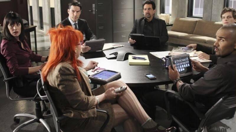 Мыслить как преступник 15 сезон главные герои за столом