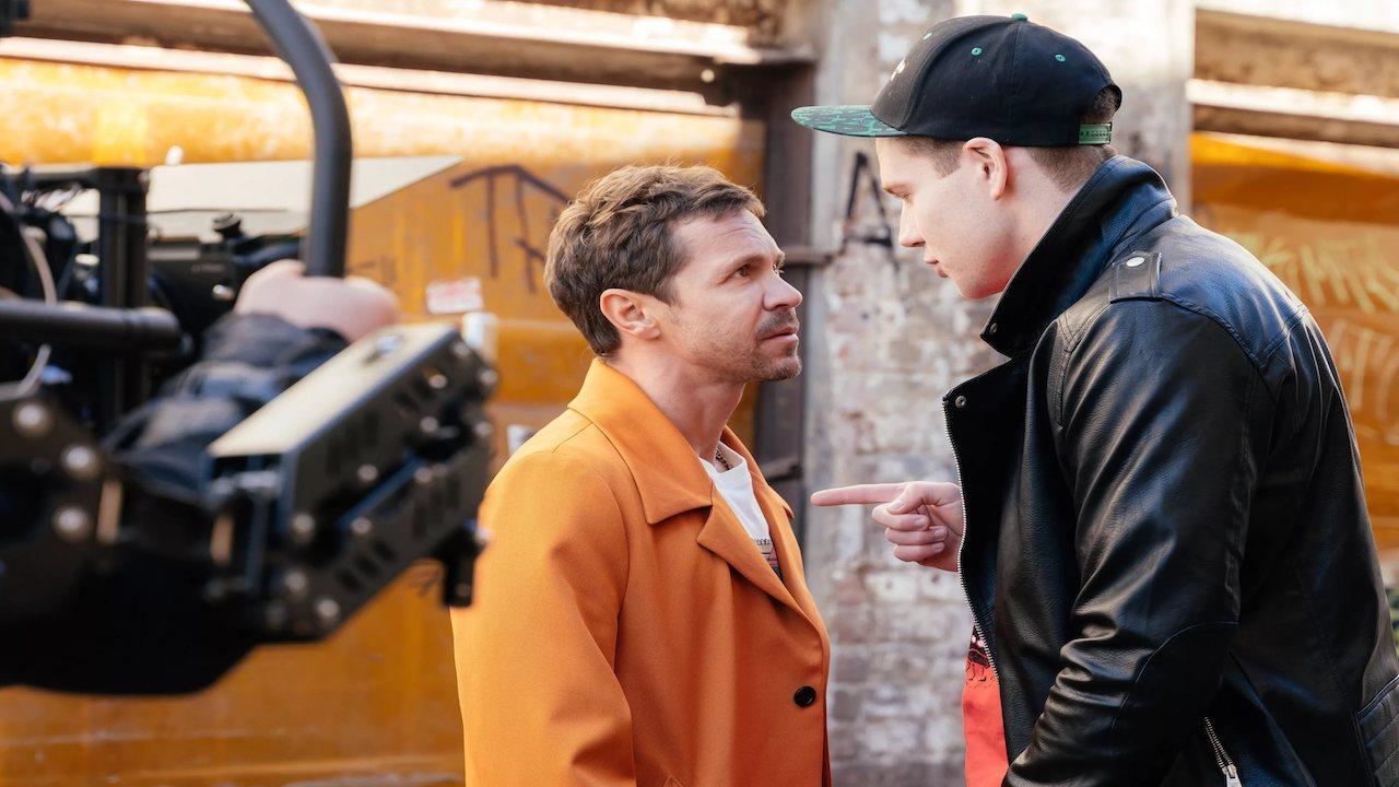 Дылды 2 сезон сцена из фильма