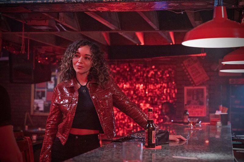 Девушка в баре Расскажи мне сказку