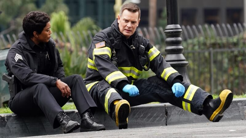 Анджела Бассетт в сериале 911 служба спасения 5 сезон