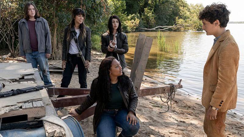 Кадр из сериала Ходячие мертвецы: Мир за пределами 3 сезон